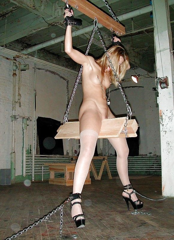 Девушек фото пытки